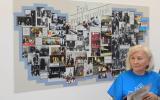 Simon Béláné tanárnő az NJSZT pixeles retró tablója előtt.